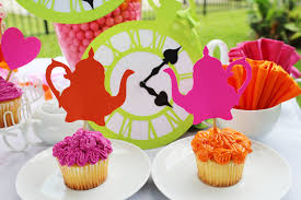 Alice In Wonderland Decoration Alice In Wonderland Table Decorations Decorating Ideas