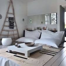 Love the triangle for hanging blankets!