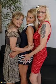 Adult mature women threesome pics