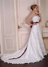 Elegant Luxurious Strapless Lace Wedding Dress With Burgundy