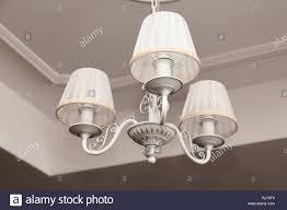 Kronleuchter Mit Drei Elektrischen Lampen Und Lampenschirme