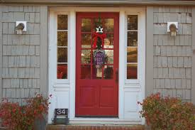 how to paint your front doorHow to Paint Your Front Door for This Christmas