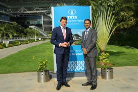 left to right pieter elbers ceo of klm visits tcs flagship siruseri cus marking the 25th anniversary of its business partnership with tcs