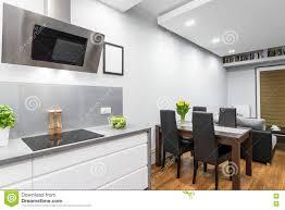 Küche Offen Zu Einem Speiseraum Stockbild Bild Von Luxus
