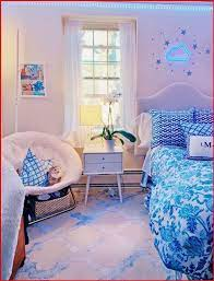 preppy room decor