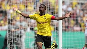 In dortmund gewinnt die mannschaft von markus gisdol mit 2:1. Youssoufa Moukoko Borussia Dortmund S Star In The Making Sports German Football And Major International Sports News Dw 12 08 2019