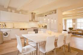 25 Beautiful Kitchens with Dining Tables-1