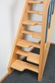Die leiter ist dreiteilig aus kiefer, 40 cm breit, komplett montiert, stufenoberseite geriffelte. Raumspartreppen Paltian Treppenbau Gmbh