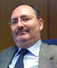 Antonio Arias Rodríguez. Licenciado en Ciencias Económicas y Empresariales por la Universidad de Oviedo y licenciado en Derecho por la Universidad ... - antonio-arias-ficha