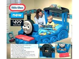 thomas the train room decor train bed little train toddler bed aw how cute is this the tank engine bedroom decor thomas the tank engine room ideas