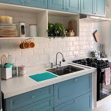A cor é muito versátil, com várias tonalidades, e fácil de combinar com outras cores. Cozinha Azul 60 Lindas Inspiracoes Para Voce Dicas Decor
