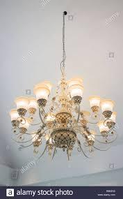 Vintage Kronleuchter Lampe In Dunklen Zimmer Stockfoto Bild