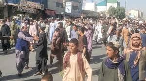 """أفغانستان: الآلاف يتظاهرون في قندهار احتجاجاً على أوامر """"طالبان"""" بطردهم من  مساكنهم"""