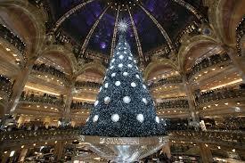 「paris christmas tree」の画像検索結果