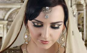 elegant and sophisticated smokey eye makeup