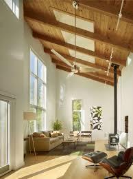 Holzdecke Gestalten Dachschraege Idee Balken Fenster Wohnzimmer