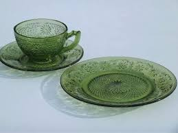 green daisy vintage glass plates cups and saucers dishes set for 4 dinnerware sets