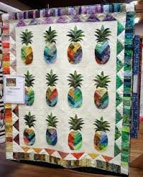 Saw a similar quilt in a Hawaiian quilt shop.....beautiful ... & Saw a similar quilt in a Hawaiian quilt shop.....beautiful. Adamdwight.com