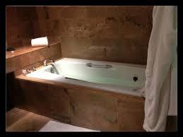 Inn at Laurel Point: Nice, luxurious bathtubs for soaking!