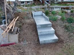 Vor dem treppenbau ist zunächst eine stabile unterkonstruktion anzufertigen. Gartentreppe Selber Bauen 40 Super Beispiele Archzine Net