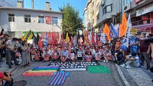 """Suruç Katliamı'nın 72. ayında Kadıköy'de oturma eylemi: """"Kalplerimiz adalet  için atsın"""" – Sendika.Org"""