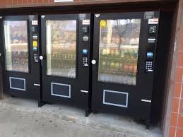 Do Vending Machines Take 5 Bills Amazing Vending Machines And Even A Bill Changer That Takes 48 48 480 Or 48