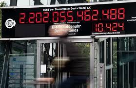 """In """"deutschland arbeitet rammstein die geschichte deutschlands auf und zeigt eine innerliche zerrissenheit, indem sie einerseits eine zuneigung, aber andererseits auch eine… Staatsverschuldung Deutschland 2020 Aktuelle Hohe Schuldenuhr"""