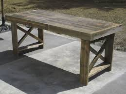diy pallet outdoor dinning table. DIY Rustic Pallet Table Of Discarded Pallets (via Www.survivefrance.com) Diy Outdoor Dinning 9