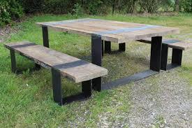 Table avec bancs en vieux chêne et pieds fer | BCA Matériaux Anciens