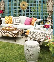 We continue telling you of boho chic dcor, and today it's time for outdoors!  Let's see how to decorate a patio in this style. Some people call bohemian a