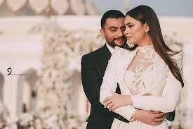 غيرة زوج هاجر أحمد تدفعه لتغطية صدرها بيديه..شاهد الصورة المحذوفة
