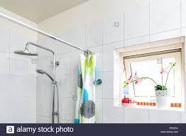 Moderne Fliesen Badezimmer Dusche Köpfe Spannstange Mit Ringen