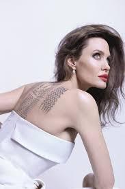 анджелина джоли показала свои татуировки в кампании Mon Guerlain Eau