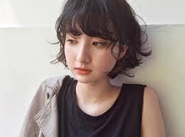 丸顔女子に似合う黒髪ボブヘアスタイル小顔見えする前髪なし