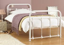 Image of: White Iron Bed Style