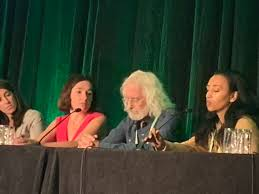 "Howard Crawford on Twitter: ""Stephanie and Aida defend the mice! My heroes!  #AACRPanCa2019… """