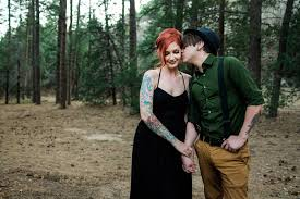 cute couple kissing forest tattooed sandia mountain enement photos albuquerque new mexico photographer