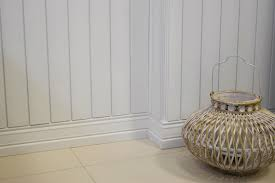 santa luzia baseboard white and ceramic flooring