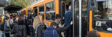 Risultati immagini per viaggiatori bus