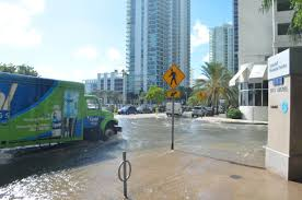 FileOctober 17 2016 sunny day tidal flooding at Brickell Bay Drive