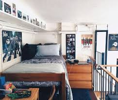 how to decorate your dorm as a broke