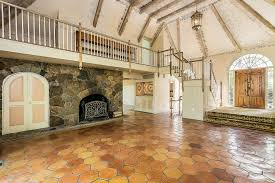 Kinky For The Bedroom Cyndi Lauper Lists Her Connecticut Home For Sale See Where She