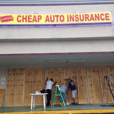 carter insurance employees darin merritt david carter and joshua dennison board up the university boulevard front wednesday ahead of hurricane