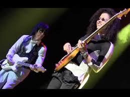 RHONDA SMITH EXPLOSIVE BASS SOLO, JEFF BECK BAND, UTRECHT, MAY 25TH, 2014 -  YouTube