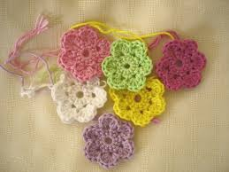 Easy Crochet Flower Patterns Free Mesmerizing Is It A Toy Crochet Doodle Flowers Free Pattern