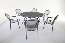 impressive round garden tables 1 391818