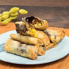 Pisang coklat atau sering disebut dengan piscok adalah makanan ringan yang sangat enak yang terbuat dari pisang yg di temani dengan coklatbisa juga. 8 Resep Pisang Cokelat Enak Lumer Praktis Dan Mudah Dibuat