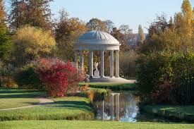 richard mique began working on his design for this folly in 1777 on 5 may of that year he presented the queen with a model made of wood plaster and wax