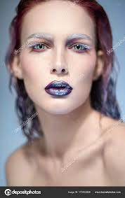 Mujer Con Piercing De Aro En La Nariz Foto De Stock Flexdreams