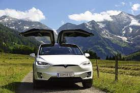 Tesla Model X: Elektro-SUV mit Flügeltüren |